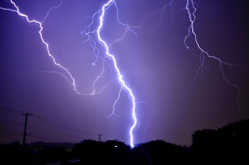 雷を怖いと感じる理由